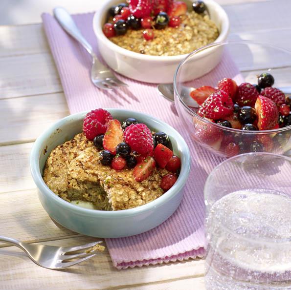 Süßer Ofen-Porridge in Schale
